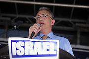 Frankfurt am Main | 17 July 2014<br /> <br /> Solidarit&auml;tsdemo f&uuml;r Israel, f&uuml;r Frieden und f&uuml;r das Ende der Angriffe der Hamas auf dem Opernplatz vor der Alten Oper in Frankfurt am Main, hier: OB Peter Feldmann h&auml;lt eine Rede. <br /> <br /> &copy; peter-juelich.com