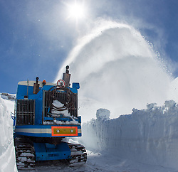 29.04.2015, Hochtor, Fusch an der Glocknstrasse, AUT, Schneeraeumung auf der Grossglockner Hochalpenstrasse, im Bild eine Wallack Rotations Schneefräse beim Schneeräumen // a snow plough during the yearly snow removal of the Grossglockner High Alpine Road at the Hochtor, Fusch, Austria on 2015/04/29. EXPA Pictures © 2015, PhotoCredit: EXPA/ JFK