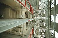 21 SEP 2001, BERLIN/GERMANY:<br /> Saeulen des Brandenburger Tores hinter der Verkleidung waehrend der Renovierung<br /> IMAGE: 20010921-02/01-11<br /> KEYWORDS: Brandenburger Tor, Instandsetzung, Restaurierung