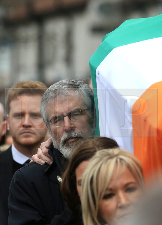 © Licensed to London News Pictures. 23/03/2017. Londonderry, UK. Gerry Adams, President of the Sinn Féin (C) carries the coffin of Martin McGuinness along with Mary Lou McDonald, Deputy Leader of Sinn  and Michelle O'Neill (Front) Northern Ireland Leader in Londonderry, Northern Ireland 23 March, 2017 during the funeral of Sinn Féin's Martin McGuinness. Mr McGuinness, a former IRA leader turned politician, died on Tuesday.. Photo credit: LNP