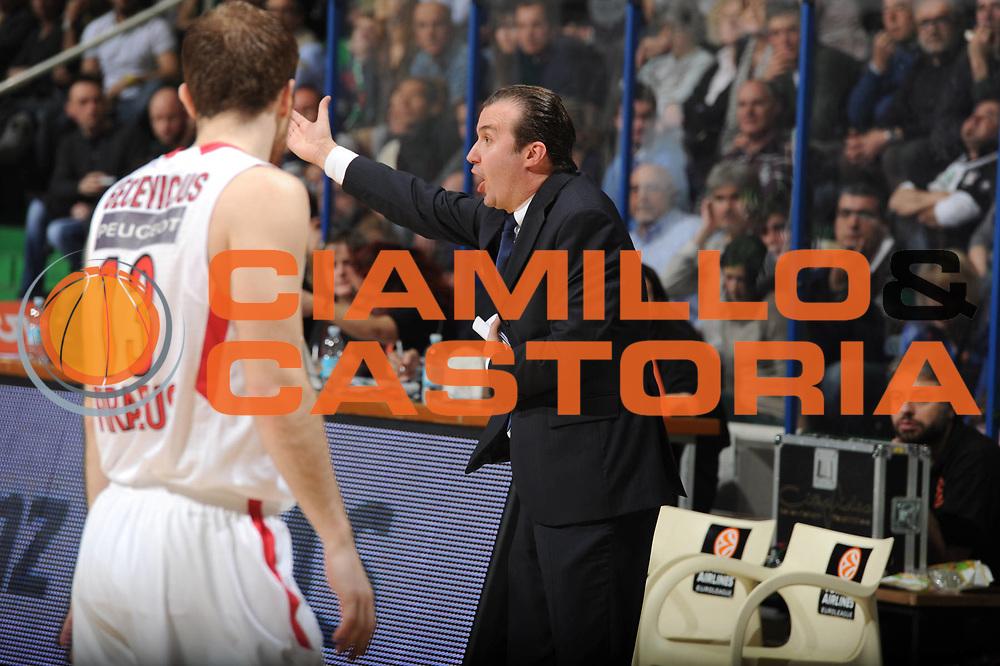 DESCRIZIONE : Siena Eurolega 2011-12 Montepaschi Siena Olympiakos<br /> GIOCATORE : Simone Pianigiani<br /> CATEGORIA : mani delusione<br /> SQUADRA : Montepaschi Siena<br /> EVENTO : Eurolega 2011-2012<br /> GARA : Montepaschi Siena Olympiakos<br /> DATA : 23/03/2012<br /> SPORT : Pallacanestro <br /> AUTORE : Agenzia Ciamillo-Castoria/GiulioCiamillo<br /> Galleria : Eurolega 2011-2012<br /> Fotonotizia : Siena Eurolega 2011-12 Montepaschi Siena Olympiakos<br /> Predefinita :