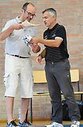 DESCRIZIONE : Anzola Emilia PreCampionato Lega A 2015-16 Obiettivo Lavoro Virtus Bologna Brown University GIOCATORE : Giorgio Valli e Presidente Anzola Emilia Basket<br /> CATEGORIA : Coach Presidente Fair Play PreGame<br /> SQUADRA : Obiettivo Lavoro Virtus Bologna<br /> EVENTO :  PreCampionato Lega A 2015-16<br /> GARA : Obiettivo Lavoro Virtus Bologna Brown University<br /> DATA : 29/08/2015<br /> SPORT : Pallacanestro <br /> AUTORE : Agenzia Ciamillo-Castoria/A.Giberti<br /> Galleria :  PreCampionato Lega A 2015-16  <br /> Fotonotizia :  Obiettivo Lavoro Virtus Bologna Brown University<br /> Predefinita :