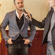 NLD/Volendam/20150305 - Winston Gerschtanowitz onthult grootste 100%NL Magazine aller tijden, Winston