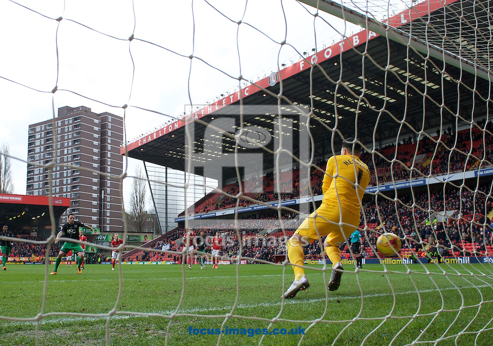 Lee Tomlin of Bristol City fires the ball past goalkeeper Stephen Henderson of Charlton Athletic from the penalty spot to make it 0-1during the Sky Bet Championship match at The Valley, London<br /> Picture by Alan Stanford/Focus Images Ltd +44 7915 056117<br /> 06/02/2016