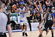DESCRIZIONE : Campionato 2014/15 Dinamo Banco di Sardegna Sassari - Pasta Reggia Juve Caserta<br /> GIOCATORE : Edgar Sosa<br /> CATEGORIA : Passaggio<br /> SQUADRA : Dinamo Banco di Sardegna Sassari<br /> EVENTO : LegaBasket Serie A Beko 2014/2015<br /> GARA : Dinamo Banco di Sardegna Sassari - Pasta Reggia Juve Caserta<br /> DATA : 29/12/2014<br /> SPORT : Pallacanestro <br /> AUTORE : Agenzia Ciamillo-Castoria / Luigi Canu<br /> Galleria : LegaBasket Serie A Beko 2014/2015<br /> Fotonotizia : Campionato 2014/15 Dinamo Banco di Sardegna Sassari - Pasta Reggia Juve Caserta<br /> Predefinita :