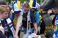 Photo. Glyn Thomas.<br /> Digitalsport<br /> NORWAY ONLY<br /> <br /> Leeds United v Charlton Athletic. <br /> FA Barclaycard Premiership. 08/05/2004.<br /> Leeds fans read the messages of support for their club as they are relegated to division 1.