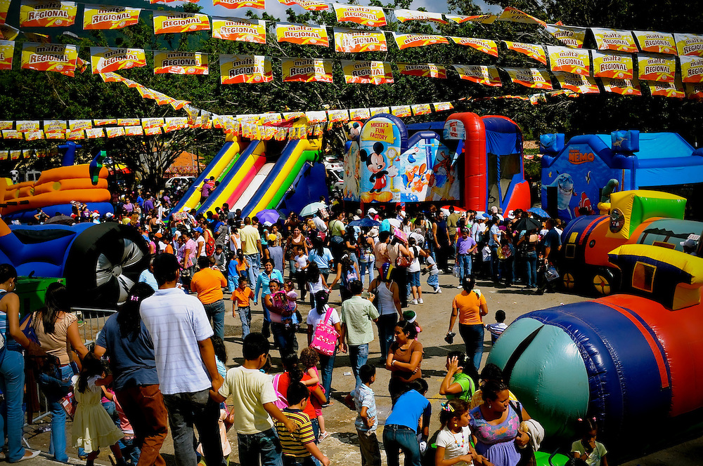Residents of the Mets' Johan Santana's hometown of Tovar, Venezuela enjoyed an annual charity event hosted by the Johan Santana Foundation. Santana returned to Tovar with 10,000 toys for local children, and  attended and sponored soccer and baseball little league championship games.