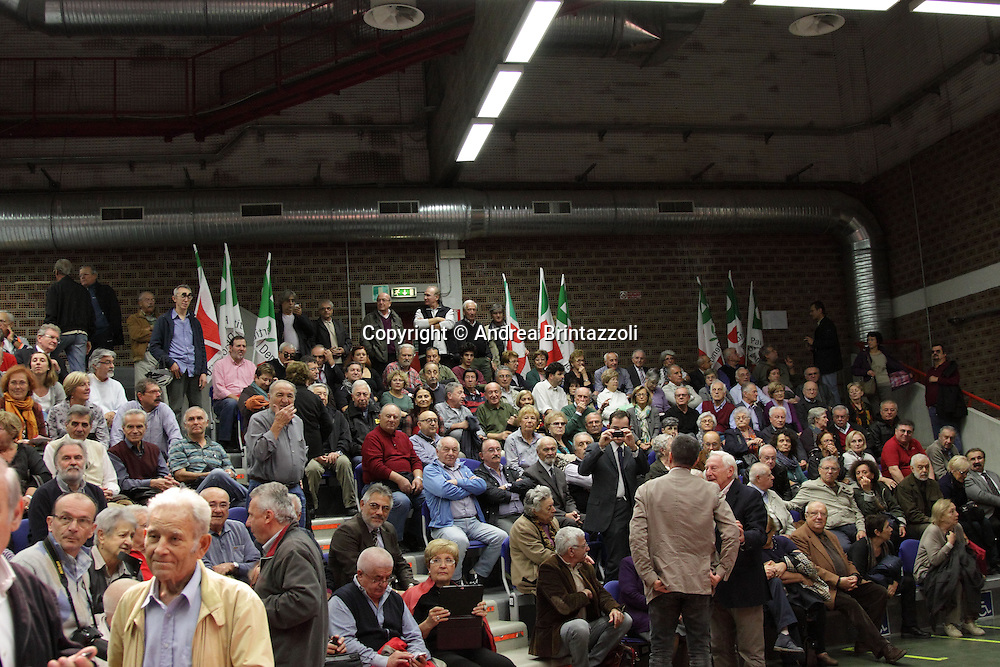 """Bologna, 31 Ottobre 2013 Teatro Centofiori. """"Bello e democratico"""". Ripartiamo dai diritti! Gianni Cuperlo candidato alla segreteria del Partito Democratico."""