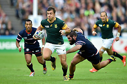 Handre Pollard of South Africa goes on the attack - Mandatory byline: Patrick Khachfe/JMP - 07966 386802 - 07/10/2015 - RUGBY UNION - The Stadium, Queen Elizabeth Olympic Park - London, England - South Africa v USA - Rugby World Cup 2015 Pool B.