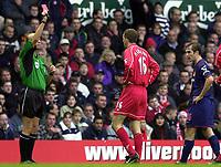 Fotball, 25.11.2001 Liverpool, GB,<br />Premier League England, FC Liverpool - FC Sunderland, <br />Liverpools Dietmar Hamann sieht die rote Karte vom englischen Schiedsrichter Ronny Bennett.<br />Foto: Roger Parker/Digitalsport