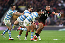 Jonathan Joseph of England looks to offload the ball after being tackled - Mandatory byline: Patrick Khachfe/JMP - 07966 386802 - 11/11/2017 - RUGBY UNION - Twickenham Stadium - London, England - England v Argentina - Old Mutual Wealth Series International