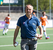 AMSTELVEEN  - Hockey -  1e wedstrijd halve finale Play Offs dames.  Amsterdam-Bloemendaal (5-5), Bl'daal wint na shoot outs. manager Jeroen Ottevanger (Bldaal)    COPYRIGHT KOEN SUYK