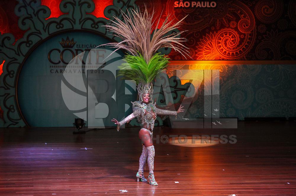 SAO PAULO, SP, 17 JANEIRO 2013 - CARNAVAL SP - CORTE - A rainha do Carnaval Ariellen Domiciano em eleicao da Corte do Carnaval de Sao Paulo 2013 no auditorio do Anhembi, durante a noite desta quinta feira. Sete candidatos a Rei Momo e oito candidatas a Rainha do Carnaval disputam o concurso. Os vencedores vao representar o carnaval paulista em diversos eventos durante o ano. .(FOTO: VANESSA CARVALHO / BRAZIL PHOTO PRESS).