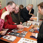NLD/Amersfoort/20080216 - Concert 104 jarige Johannes Heesters, fans kopen artikelen en cd's in de shop