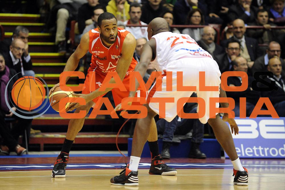 DESCRIZIONE : Milano Coppa Italia Final Eight 2013 Quarti di Finale Cimberio Varese EA7 Emporio Armani Milano<br /> GIOCATORE : Malik Hairston<br /> CATEGORIA : Palleggio<br /> SQUADRA : EA7 Emporio Armani Milano<br /> EVENTO : Beko Coppa Italia Final Eight 2013<br /> GARA : Cimberio Varese EA7 Emporio Armani Milano<br /> DATA : 07/02/2013<br /> SPORT : Pallacanestro<br /> AUTORE : Agenzia Ciamillo-Castoria/Max.Ceretti<br /> Galleria : Lega Basket Final Eight Coppa Italia 2013<br /> Fotonotizia : Milano Coppa Italia Final Eight 2013 Quarti di Finale Cimberio Varese EA7 Emporio Armani Milano<br /> Predefinita :
