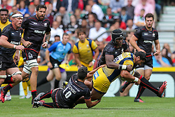 Alafoti Faosiliva of Worcester Warriors is tackled by Alex Lozowski and Maro Itoje of Saracens - Rogan Thomson/JMP - 03/09/2016 - RUGBY UNION - Twickenham Stadium - London, England - Saracens v Worcester Warriors - Aviva Premiership London Double Header.