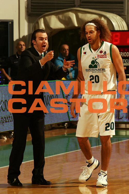 DESCRIZIONE : Siena Lega A1 2007-08 Montepaschi Siena Solsonica Rieti <br /> GIOCATORE : Simone Pianigiani Shaun Stonerook <br /> SQUADRA : Montepaschi Siena <br /> EVENTO : Campionato Lega A1 2007-2008 <br /> GARA : Montepaschi Siena Solsonica Rieti <br /> DATA : 18/11/2007 <br /> CATEGORIA : Ritratto <br /> SPORT : Pallacanestro <br /> AUTORE : Agenzia Ciamillo-Castoria/P.Lazzeroni