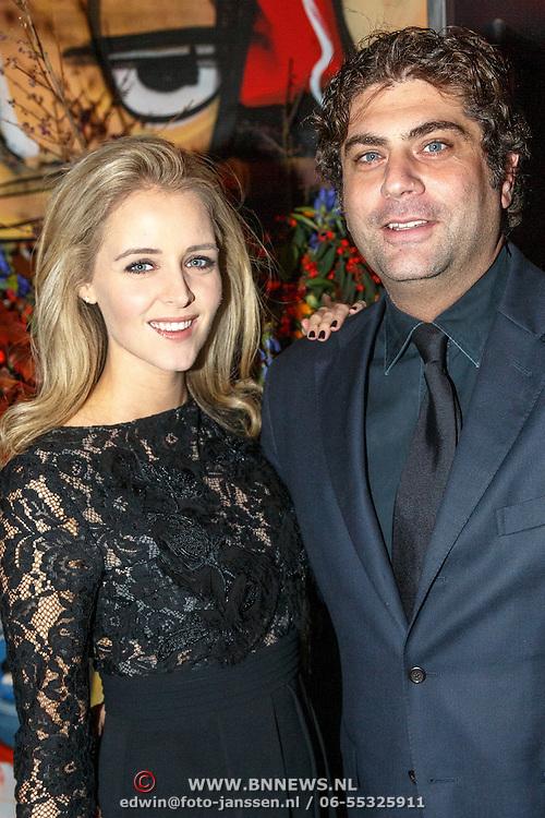 NLD/Amsterdam/20151017 - Inloop JFK Greatest Man Award 2015, zwangere Liza Sips en partner Ralph Manheim