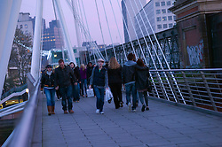 UK ENGLAND LONDON 20NOV11 - Hungerford Bridge in central London across the River Thames - it leads from the Embankment to the South Bank....jre/Photo by Jiri Rezac....© Jiri Rezac 2011