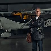 Portret Ron Stevens, piloot op vliegveld Seppe Breda, Breda Aviation
