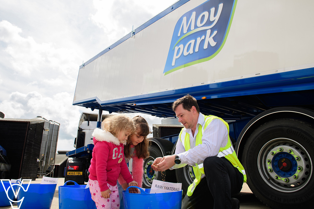 As part of Open Farm Sunday, May Park's Barr Farm in Billinghay, Lincolnshire, was open to the public.  Pictured is Darren Parker explaining about the feed to Brooke Conway (three) and her sister Scarlett (eight).<br /> <br /> PIcture: Chris Vaughan Photography<br /> Date: May 21, 2017