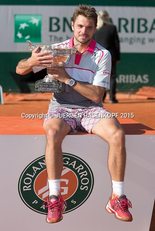 Stan Wawrinka (SUI) mit Pokal,Siegerehrung, <br /> Herren Finale,Endspiel,<br /> <br /> Tennis - French Open 2015 - Grand Slam ITF / ATP / WTA -  Roland Garros - Paris -  - France  - 7 June 2015.
