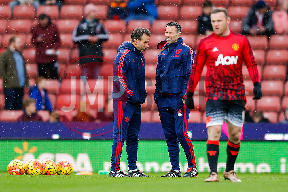 Manchester United Assistant Manager Ryan Giggs looks on as Wayne Rooney warms up - Mandatory byline: Rogan Thomson/JMP - 26/12/2015 - FOOTBALL - Britannia Stadium - Stoke, England - Stoke City v Manchester United - Barclays Premier League - Boxing Day Fixture.