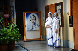September 5, 2017 - Kolkata, India - Indian nuns of the Missionaries of Charity during the 20th death anniversary  of  St. Mother Teresa at the Missionaries of Charity house in Kolkata, India.The Nobel peace laureate Mother Teresa was canonized by Pope Francis during a ceremony at the Vatican City and makes her a Catholic Saint Teresa of Calcutta. (Credit Image: © Sonali Pal Chaudhury/NurPhoto via ZUMA Press)