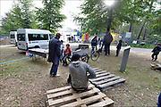 Nederland, the Netherlands, Nijmegen, 12-10-2015 Kamp, tentenkamp Heumensoord, de tijdelijke noodopvang, azc, van het COA. In totaal komt er plaats voor 3000 asielzoekers.  Aan het kamp wordt nog volop gewerkt aan de tweede en derde fase en de infrastructuur voor elektra, afvoer en water. FOTO: FLIP FRANSSENDGFoto    editie NijmegenFoto: Flip Franssen