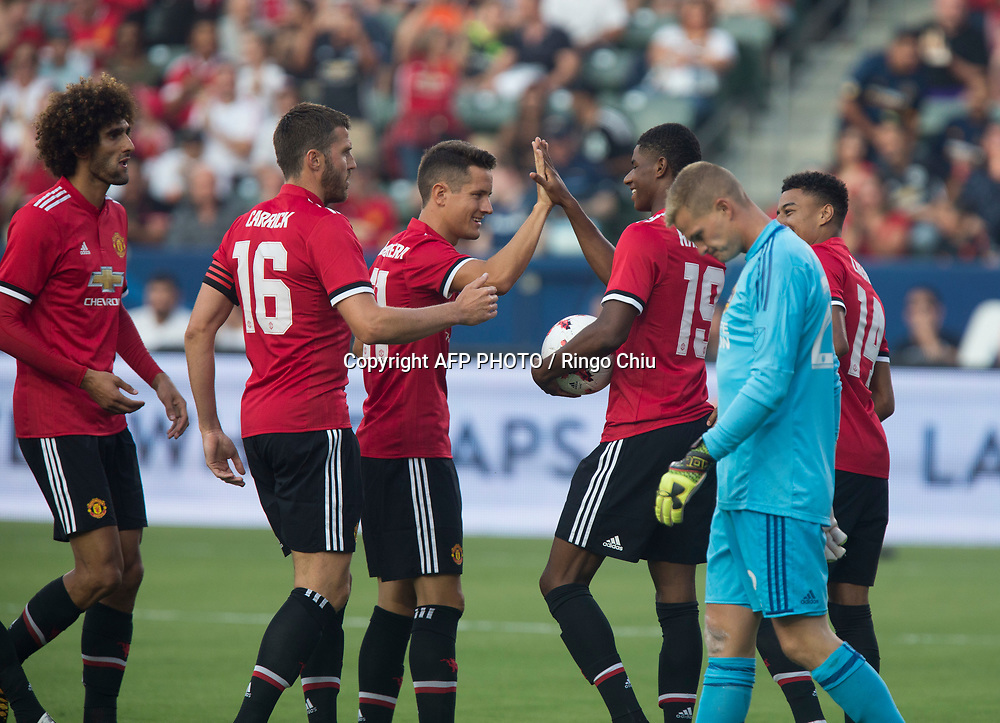 Manchester United Marcus Rashford, 2nd left, celebrates his goal with teammates during the first half of a national friendly soccer game at StubHub Center on July 15, 2017 in Carson, California.   AFP PHOTO / Ringo Chiu