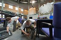 17 OCT 2013, BERLIN/GERMANY:<br /> Handberger bauen die Bestuhlung des Bundestages nach der Bundestagswahl um, Plenum, Deutscher Bundestag<br /> IMAGE: 20131017-01-020<br /> KEYWORDS: Stuehle, Stühle, Plenarsaal