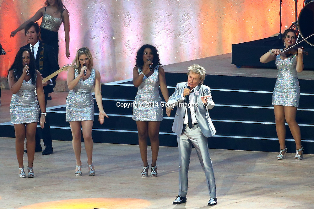 GLASGOW, SCOTLAND - JULY 23:  Singer Rod Stewart performs during the Opening Ceremony for the Glasgow 2014 Commonwealth Games at Celtic Park on July 23, 2014 in Glasgow, Scotland.  (Photo by Richard Heathcote/Getty Images)