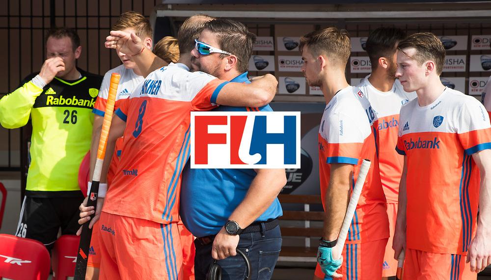 BHUBANESWAR -  bondscoach Max Caldas (Ned) met Billy Bakker (Ned) voor    de Hockey World League Final wedstrijd Nederland-Spanje . en Seve van Ass (Ned) ,   COPYRIGHT  KOEN SUYK