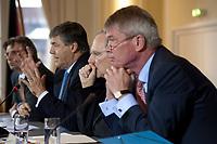 04 MAY 2010, BERLIN/GERMANY:<br /> Josef Ackermann (L), Vorstandsvorsitzender Deutsche Bank AG, Wolfgang Schaeuble (M), CDU, Bundesfinanzminister, und Wolfgang Kirsch (R), Vorstandsvorsitzender DZ Bank AG, Pressekonferenz nach einem Gespraech von Vertretern deutscher Bankinstitute mit Schaeuble zu Stuetzung Griechenlands in der Finanzkrise<br /> IMAGE: 20100504-01-042<br /> KEYWORDS: Wolfgang Schäuble, Staatsbankrott