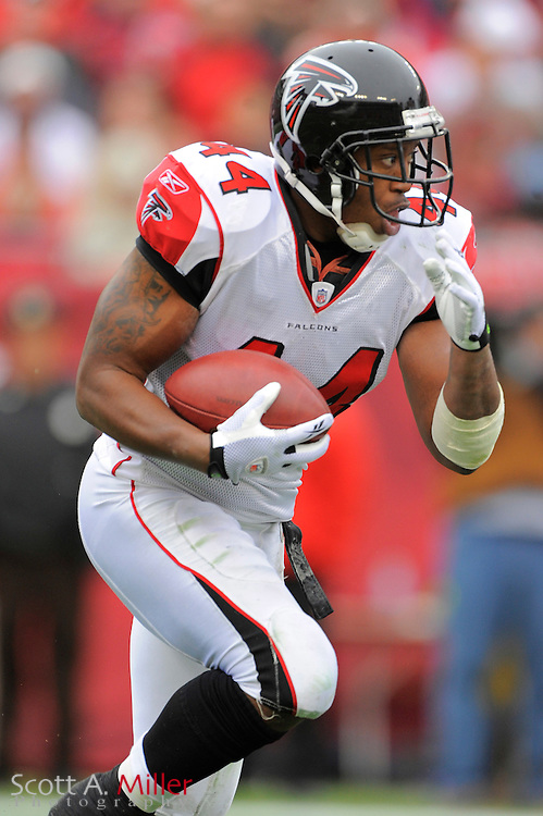 Jan. 3, 2010; Tampa, FL, USA; Atlanta Falcons running back Jason Snelling (44) in action during the Falcons game against the Tampa Bay Buccaneers at Raymond James Stadium. ©2009 Scott A. Miller