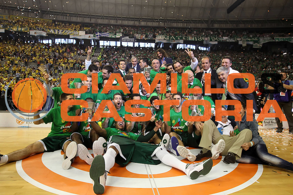 DESCRIZIONE : Barcellona Barcelona Eurolega Eurolegue 2010-11 Final Four Finale Final Maccabi Electra Tel Aviv Panathinaikos<br /> GIOCATORE : The team la squadra<br /> SQUADRA : Panathinaikos<br /> EVENTO : Eurolega 2010-2011<br /> GARA : Maccabi Electra Tel Aviv Panathinaikos<br /> DATA : 08/05/2011<br /> CATEGORIA : esultanza award premiazione coppa<br /> SPORT : Pallacanestro<br /> AUTORE : Agenzia Ciamillo-Castoria/ElioCastoria<br /> Galleria : Eurolega 2010-2011<br /> Fotonotizia : Barcellona Barcelona Eurolega Eurolegue 2010-11 Final Four Finale Final Maccabi Electra Tel Aviv Panathinaikos<br /> Predefinita :