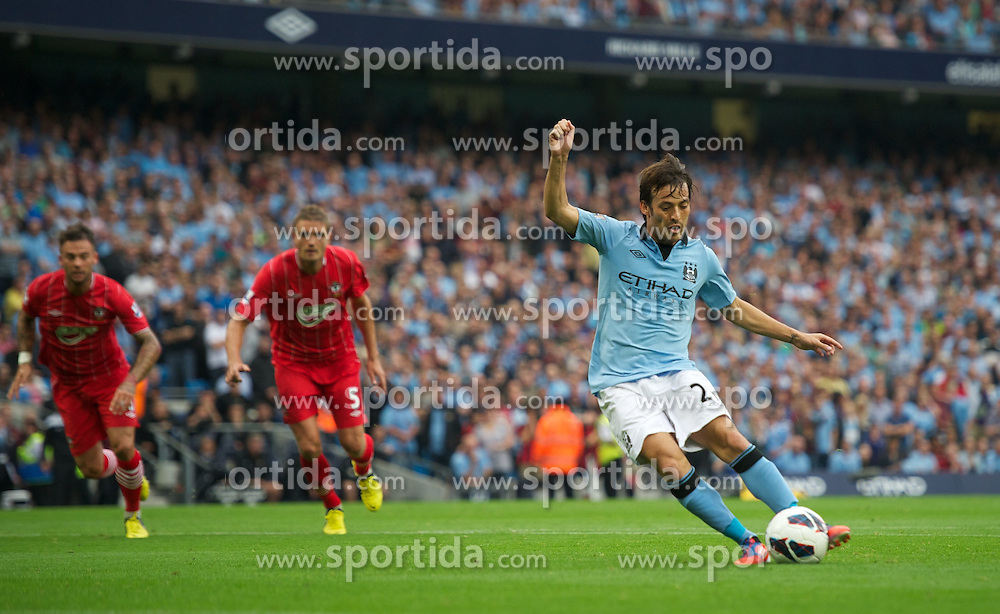 19.08.2012, Etihad Stadion, Manchester, ENG, Premier League, Manchester City vs FC Southampton, 1. Runde, im Bild Manchester City's David Silva misses from the penalty spot against Southampton during the English Premier League 1st round match between Manchester City and Southampton FC at the Etihad Stadium, Manchester, Great Britain on 2012/08/19. EXPA Pictures © 2012, PhotoCredit: EXPA/ Propagandaphoto/ David Rawcliff..***** ATTENTION - OUT OF ENG, GBR, UK *****