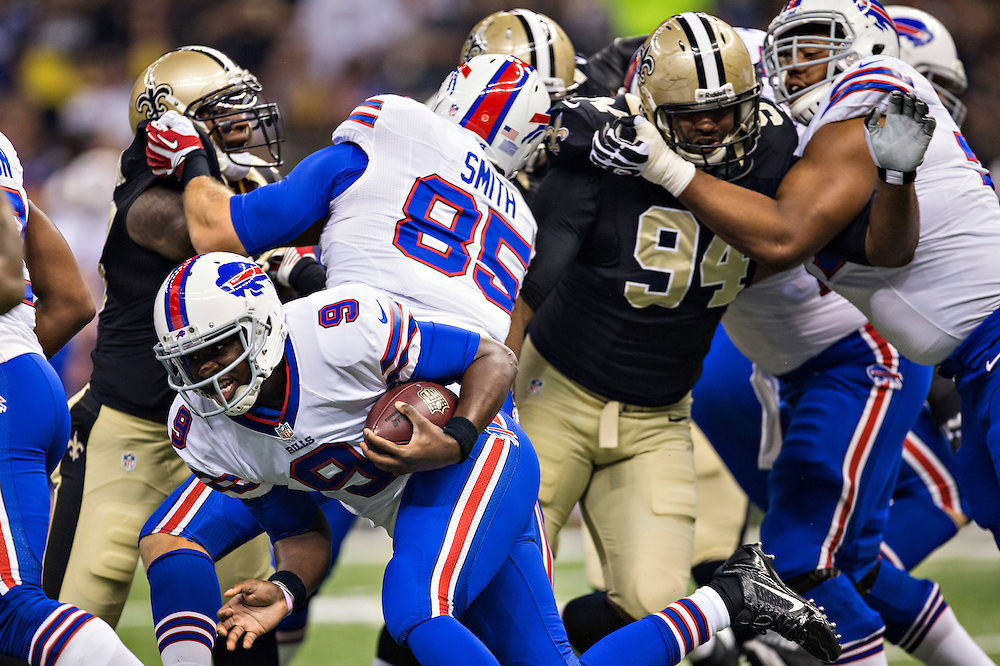 NEW ORLEANS, LA - OCTOBER 27:  Thad Lewis #9 of the Buffalo Bills runs the ball against the New Orleans Saints at Mercedes-Benz Superdome on October 27, 2013 in New Orleans, Louisiana.  The Saints defeated the Bills 35-14.  (Photo by Wesley Hitt/Getty Images) *** Local Caption *** Thad Lewis
