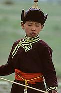 Mongolia. Archery, one of the three national game; heritage of gengis Khan   /  Des femmes champions de tirs à l'arc; il n'y a pas d'âge limite pour participer aux compétitions. /  Tir à l'arc; un des trois sports virils avec la course à cheval et  la lutte mongole: Pendant les compétitions  qui ont lieu chaque année dans le grand stade de Oulan Bator pour la fêté nationale du Naadam .