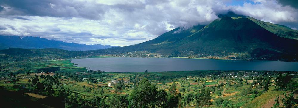 ECUADOR, HIGHLANDS Imbabura Volcano, San Pablo Lake