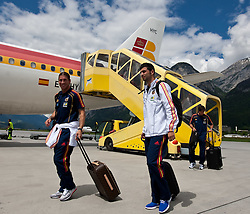 28.05.2010, Flughafen, Innsbruck, AUT, FIFA Worldcup Vorbereitung, Ankunft Spanien, im Bild Sergio Ramos and Raúl Albiol, EXPA Pictures © 2010, PhotoCredit: EXPA/ J. Groder / SPORTIDA PHOTO AGENCY