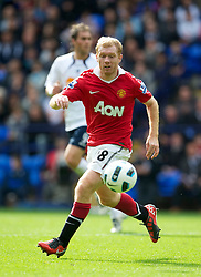 BOLTON, ENGLAND - Sunday, September 26, 2010: Manchester United's Paul Scholes in action against Bolton Wanderers during the Premiership match at the Reebok Stadium. (Photo by David Rawcliffe/Propaganda)