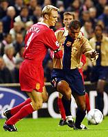 20.11.2001 Liverpool, GB, <br />UEFA Champions League, FC Liverpool - FC Barcelona,<br />SAMI HYYPIA, LIVERPOOL gegen RIVALDO, BARCELONA.<br />© ROBIN PARKER/Digitalsport