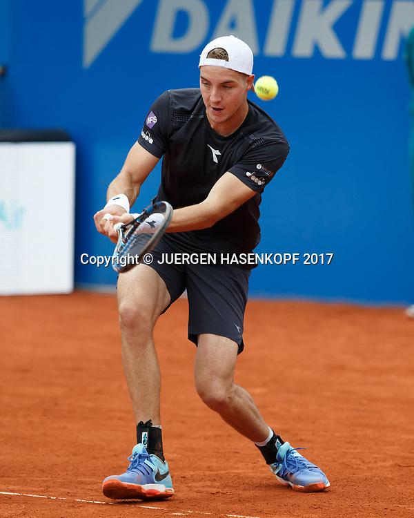 JAN-LENNARD STRUFF (GER) verspringt der Ball, kurios,<br /> <br /> Tennis - BMW Open2017 -  ATP  -  MTTC Iphitos - Munich -  - Germany  - 3 May 2017.