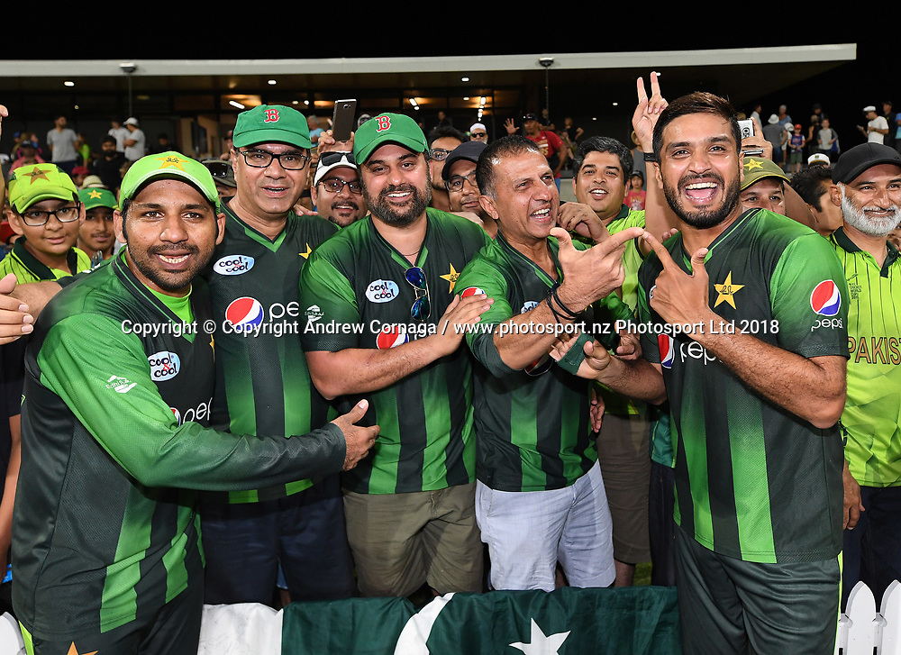 Pakistan players celebrate with the fans after defeating NZ.<br /> Pakistan tour of New Zealand. T20 Series. 3rd Twenty20 international cricket match, Bay Oval, Mt Maunganui, New Zealand. Sunday 28 January 2018. &copy; Copyright Photo: Andrew Cornaga / www.Photosport.nz