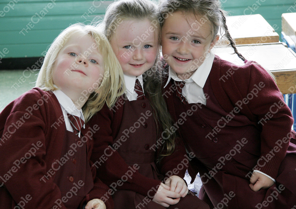 Best friends Grace Murray, Croidhe Crowley and Aoife McMahon during their first day at school in Kilrush.<br /> <br /> Photograph by Yvonne Vaughan.