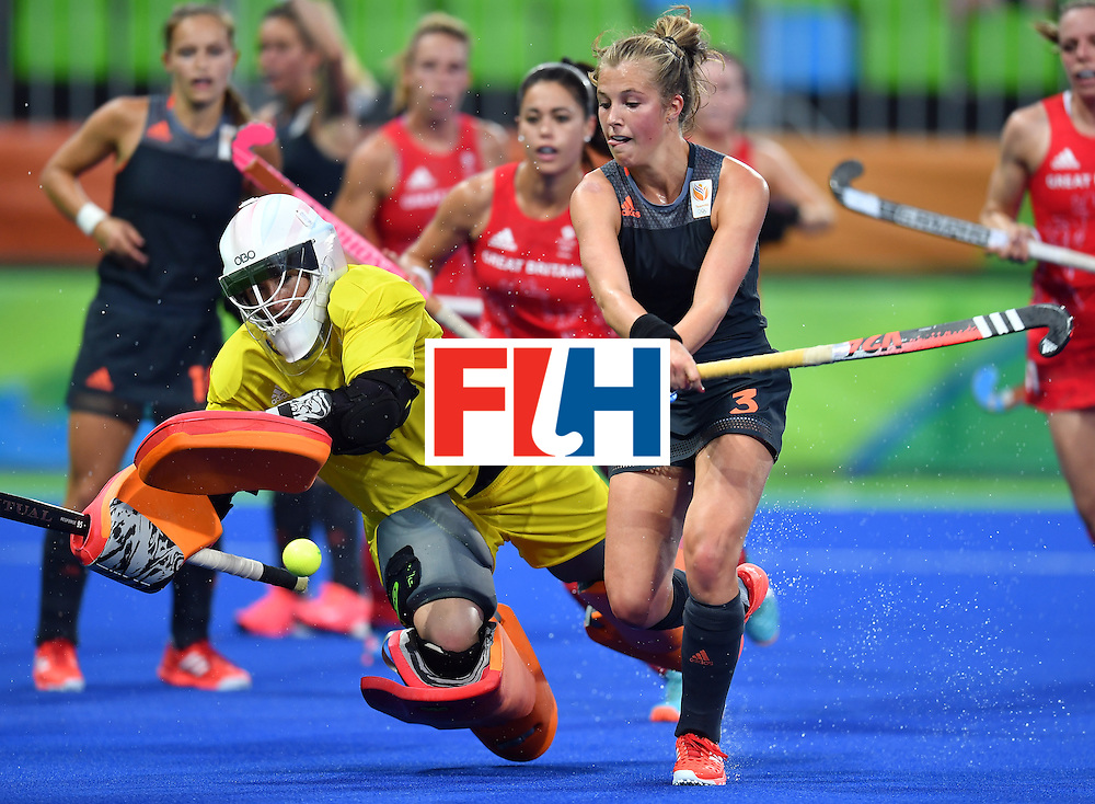 Netherlands' Xan de Waard (R) vies with Britain's goalkeeper Maddie Hinch during the women's Gold medal hockey Netherlands vs Britain match of the Rio 2016 Olympics Games at the Olympic Hockey Centre in Rio de Janeiro on August 19, 2016. / AFP / MANAN VATSYAYANA        (Photo credit should read MANAN VATSYAYANA/AFP/Getty Images)