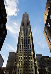 THEMENBILD - Das Rockefeller Center ist ein Gebaeudekomplex aus 19 Geschäftsgebäuden zwischen der 48th und der 51st Street in New York City. Beauftragt von der Rockefeller Familie steht es in Midtown Manhattan und nimmt das Gebiet zwischen Fifth Avenue und Sixth Avenue ein, im Bild ist die Ost Seite des 30 Rockefeller Center, Aufgenommen am 08. August 2016 // Rockefeller Center is a complex of 19 commercial buildings between 48th and 51st Streets in New York City. Commissioned by the Rockefeller family, it is located in the center of Midtown Manhattan, spanning the area between Fifth Avenue and Sixth Avenue. This picture shows the east side of the 30 Rockefeller Center, New York City, United States on 2016/08/08. EXPA Pictures © 2016, PhotoCredit: EXPA/ Sebastian Pucher