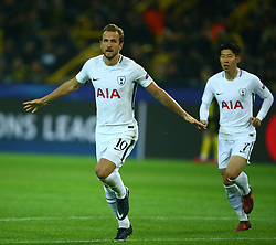 November 21, 2017 - Westfalenstadion, Germany - Tottenham Hotspur's Harry Kane scores his sides equalising goal to make the score 1-1.during UEFA Champion  League Group H Borussia Dortmund between Tottenham Hotspur played at Westfalenstadion, Dortmund, Germany 21 Nov 2017  (Credit Image: © Kieran Galvin/NurPhoto via ZUMA Press)