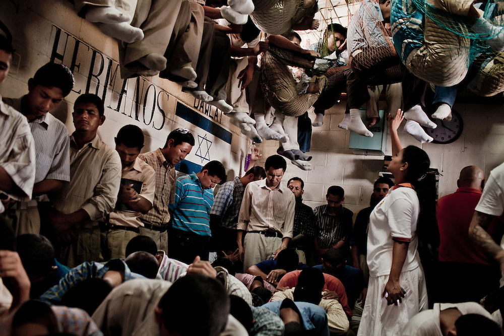 "Prisioners members of the Mara Salvatrucha during a evangelical religious cult directed by a ""shepherd"" visiting woman, in a overcrowded temple inside Centro Penal Ciudad Barrios, in San Salvador, August 14, 2012. Photo/Tomas Munita."